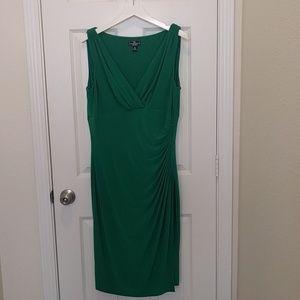 Dresses & Skirts - Green v-neck side ruched dress